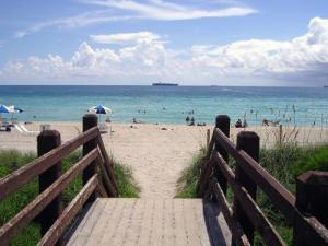 I Florida har de härliga långa träbryggor man kan promenera på efter havet